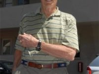 Clint Eastwood se chlubí novými hodinkami TAG Heuer