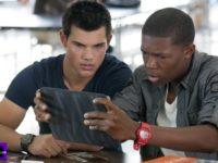 Taylor Lautner s hodinkami Hamilton, Denzel Whitaker  má Casio G-Shock