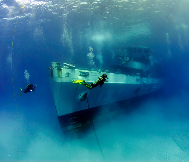 Potopená loď USS Kittiwake na Kajmanských ostroveh