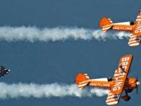 Yves Rossy a synchronizovaný let s Breitling Jet Team