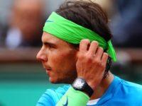 Rafael Nadal při turnaji. Na zápěstí nechybí hodinky Richard Mille RM027